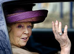 Queen Beatrix of the Netherlands to abdicate throne for son